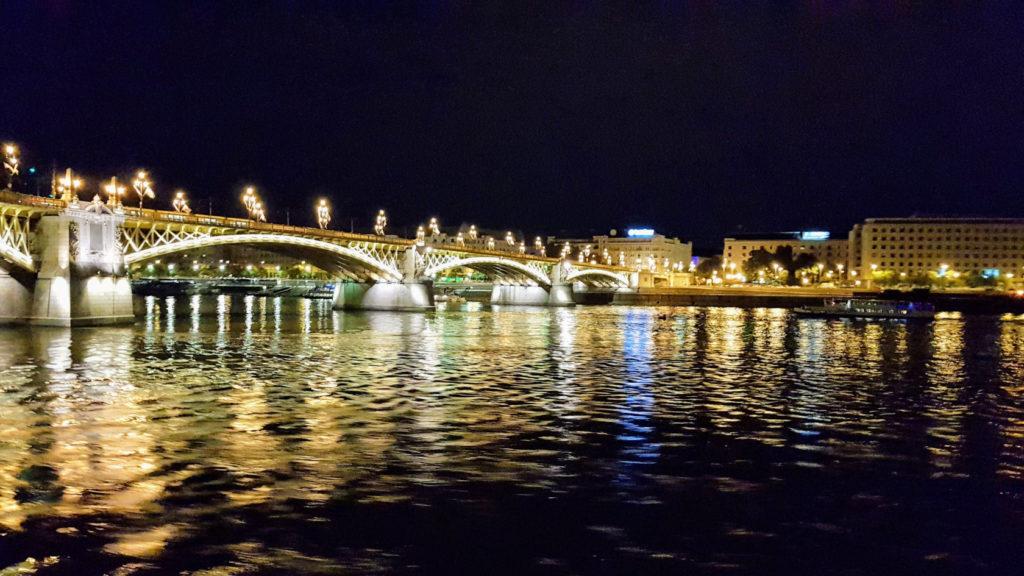 Passage de nuit à Budapest en Hongrie
