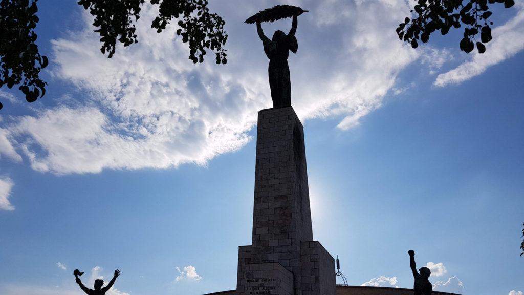 La statue de la liberté hongroise dans la citadelle de Budapest